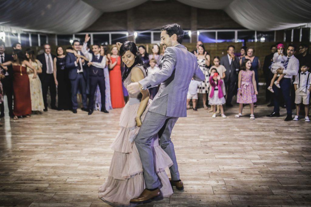 Novios en el baile de boda